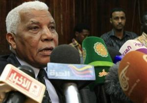 السودان يعتقل رئيس مخابرات سابق و12 آخرين بتهمة التحريض على الفوضى